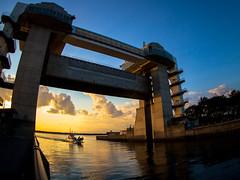 "Dusk of ""Byuuo"" (sonica@2006) Tags: japan is ship dusk large olympus it went much outlook through shizuoka floodgate numazu m43 ultrawideangle gatebridge epm1 bcl980 byuuo"