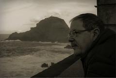 Pensando sobre ventos e mars (JoFigueira) Tags: sea sky blackandwhite bw clouds mar blackwhite perfil retrato father wave cu moustache bigode nublado pai homem pretoebranco nvens rochas oceanoatlantico rebentao