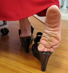 Kim (Rayray150) Tags: feet asian toes mature soles