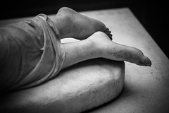 Louvre - Cour Marly & Cour Puget (Sébastien Bruzzo) Tags: blackandwhite paris feet museum noiretblanc louvre sony musée tokina pieds sculptures bokina sonya7r