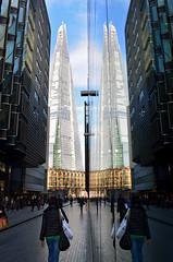 LONDON, LONDRES / The Shard (Reflejo / Reflection) (Sal Tuon Loureda) Tags: city urban reflection building london tower architecture mirror arquitectura nikon skyscrapers edificio reflejo londres shard southwark skycraper rascacielos
