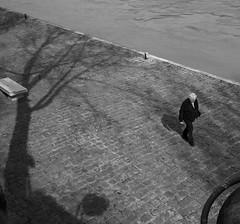 Paris timeless (Christof Timmermann) Tags: paris seine blackwhite olympuspen christof timmermann streetfotografie