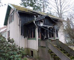 "6012'54.2""N 2502'50.2""E (neppanen) Tags: house building abandoned suomi finland helsinki talo derelict burned rakennus omakotitalo hyltty discounterintelligence palanut sampen helsinginkilometritehdas sissosentie3 sissosentie"