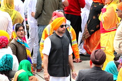 The Pride (Honey Agarwal) Tags: family music food toronto ontario canada color kitchen proud john square army drums blog downtown nathan mayor kathleen flag prayer free images parade celebration event meal april greetings females turban sikh punjab kirtan wynne marshal gurudwara humans tory nagar punjabi guru hapiness waheguru serve khalsa 2016 vaisakhi sikhnewyear khalsaday sikhi nathanphilips dhol khanda langar panth osgc seaofcolors turbancolor parade2016 withahugeparadedowntown