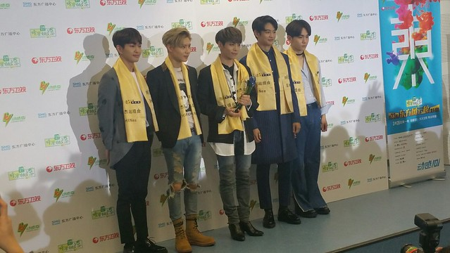 160328 ‎SHINee @ '23rd East Billboard Music Awards' 26125918515_0b75ccc32e_z