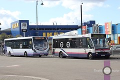 First Manchester 40324 & 47476 (Luke Bowman's photography) Tags: bus station manchester df first solo wright ashton midi ashtonunderlyne 40324 optare streetlite 47476
