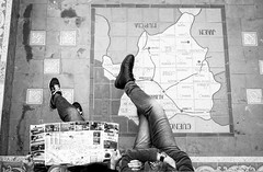 Sitting in Albacete (fernando_gm) Tags: street people blackandwhite bw blancoynegro monochrome 35mm monocromo sevilla spain couple fuji gente pareja map seville fujifilm monocromatico xt1