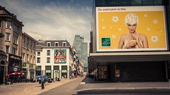 Du soleil plein la tte... (A Head Full Of Sun) (Gilderic Photography) Tags: city brussels woman cinema canon funny belgium belgique belgie ad bruxelles billboard cinematic brussel ville 500d gilderic