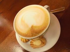 093 (en-ri) Tags: bar sony cappuccino tavolino mandorla biscottini sonysti