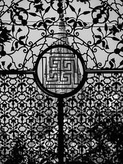 patrickrancoule-5 (Patrick RANCOULE) Tags: architecture temple noiretblanc swastika grille calcutta inde jans