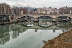 Da gris en Roma. (bervaz) Tags: bridge italy rome roma rio river puente italia sony reflejos 2470mm sonyvariotessartfe2470mmf4zaoss ilce7r2