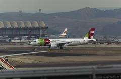 A320 TAP CS-TNT (Dawlad Ast) Tags: madrid españa portugal airport spain december 4 airplanes internacional terminal international planes airbus tap aeropuerto diciembre a320 t4 320 aviones sn adolfo barajas 2015 a320200 lemd 4095 suareza cstnt