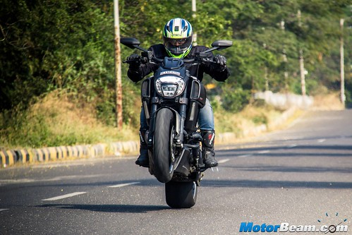 2016-Ducati-Diavel-10
