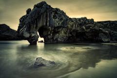 CUEVAS DEL MAR. ASTURIAS. (Fernando Guerra Velasco) Tags: asturias rocas cueva largaexposición cuevasdelmar