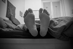 Day (misha 8) Tags: feet home casa bed piedi letto
