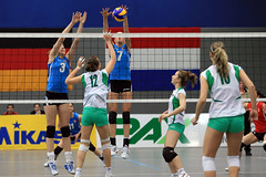 PG0O6309_R.Varadi (Robi33) Tags: game girl sport ball switzerland championship team women action basel tournament match network volleyball block volley referees viewers