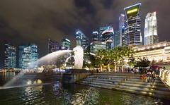 The Merlion, Singapore (maxunterwegs) Tags: city fountain night skyscraper noche singapore cityscape nacht noite nuit singapur merlion singapura rascacielos marinabay gratteciel cingapura arranhacéu singpoure