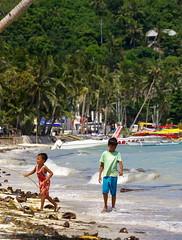 Local kids play on Bulabog Beach, Boracay island, Western Visayas, Philippines (Darius Travel Photography) Tags: pentax philippines boracay filipinas pilipinas boracayisland    pentaxk100dsuper   filipinai
