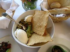 """Mexico City: guacamole et fromage de chèvre frais <a style=""""margin-left:10px; font-size:0.8em;"""" href=""""http://www.flickr.com/photos/127723101@N04/25130614040/"""" target=""""_blank"""">@flickr</a>"""
