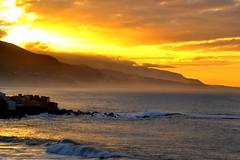 Golden mist (suominensde) Tags: sunset sea sky espaa cloud naturaleza nature misty landscape golden coast mar seaside spain nikon glow outdoor wave shore cielo hazy atlanticocean nube ola puestadelsol oceanoatlantico alairelibre d3100