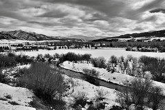 Homes in Swan Valley and the Snake River (Black & White) (thor_mark ) Tags: trees day2 homes mountains nature river blackwhite unitedstates overcast idaho snakeriver swanvalley snowylandscape sheepmountain lookingse project365 colorefexpro mountainsindistance snakeriverrange roadsidepulloff usroute26 silverefexpro2 nikond800e mountainsoffindistance capturenx2edited hillsideoftrees triptoidahoandgrandtetons greateryellowstonerockies tetonrangeyellowstonearea swanvalleyhwy