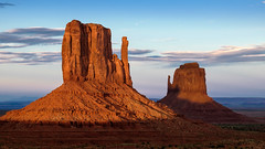 Monument Valley at sunset (birdsongPics) Tags: park trip travel family blue light sunset summer sky orange usa sun sunlight holiday history nature colors beautiful stone clouds landscape happy licht utah sandstone colorful fuji sonnenuntergang dusk sommer magic famous urlaub familie natur himmel wolken bluesky tribal fujifilm dmmerung navajo blau monumentvalley amerika landschaft sonne stein sandstein ferien wildwest lightandshadow reise farben zoomlens geschichte farbenfroh schn berhmt sonnenlicht magicplace marlborocountry xt1 wilderwesten bekannt photoscene xf55200
