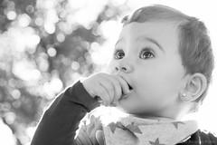 Candid eyes (Javier Palacios Prieto) Tags: baby white black girl eyes child bokeh candid nia ojos augen mdchen bambina