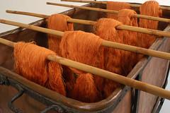 tessile4 (noor.khan.alam) Tags: italy lana bamboo museo bagno seta industria arancio tinta rame arancione filo legno lavoro ferro sfondo stoffa archeologia fabbrica rocchetti tessile tessuto filare tintura tessere cotone tingere filato tessitura matassa