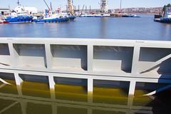 Zone portuaire, Qubec (deVgas) Tags: blue green water pool port canon reflections boats rebel eau vert bleu qubec quebeccity bateau reflets reflects bassin t4i rflexions bassinlouise