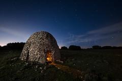 Refugio Nocturno (Javier Rosano | Un poquito de fotografa) Tags: madrid pared sony flash luna led ii nocturna fotografia refugio estrella a7 cto linterna t9 a7ii chozo javierrosano yezl