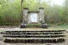 La Croix-Saint-Leufroy - Monument au 4me Rgiment de Hussards (Philippe Aubry) Tags: monument normandie eure mmorial secondeguerremondiale valledeleure lacroixsaintleufroy monumentau4mergimentdehussards
