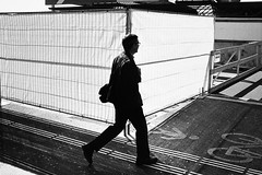 white wall (gato-gato-gato) Tags: street leica bw white black classic film blanco monochrome analog 35mm person schweiz switzerland flickr noir suisse strasse zurich negro streetphotography pedestrian rangefinder human streetphoto manual monochrom zrich svizzera weiss zuerich blanc m6 manualfocus analogphotography schwarz ch wetzlar onthestreets passant mensch sviss leicam6 zwitserland isvire zurigo filmphotography streetphotographer homedeveloped fussgnger manualmode zueri strase filmisnotdead streetpic messsucher manuellerfokus gatogatogato fusgnger leicasummiluxm35mmf14 gatogatogatoch wwwgatogatogatoch streettogs believeinfilm tobiasgaulkech