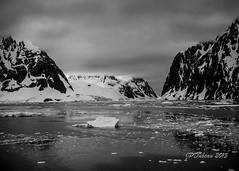 Canal Lemaire (Jean-Pierre Dubeau) Tags: white snow black ice water montagne landscape eau noir neige paysage blanc montain glace