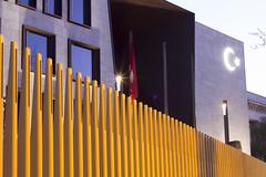 trkische Botschaft (Christine Mller) Tags: berlin deutschland trkei fahne botschaft hilal mondsichel trkische trkisch