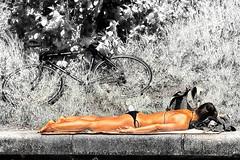 well tanned (stefan.lafontaine) Tags: blackandwhite white black blancoynegro blanco monochrome noir y negro schwarzweiss et weiss blanc schwarz blancetnoir colourd
