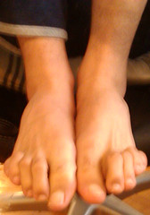 IMG_20160430_170144 (allroundeye) Tags: male feet toes long barefeet longtoes malefeet