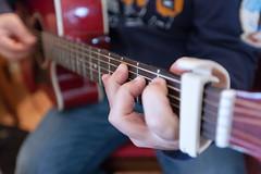 La chitarra fra le dita (uomonerissimo) Tags: musica dita chitarra dito suonare irpinia