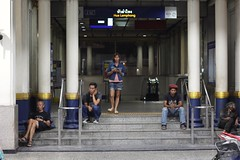 2016-01-03_02-27-20 (Surasak Wannavong) Tags: women parallel comparison ผู้หญิง ยิ่งใหญ่ streetphotothailand leetunkstreetphoto surasakwannavong