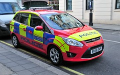 New London Metropolitan Police Diplomatic Protection Group, Ford, BX65 DHP (standhisround) Tags: london ford police met emergency 999 metropolitanpolice metpolice diplomaticprotectiongroup fordgrandcmax bx65dhp