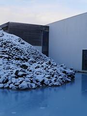 Blue Lagoon Entrance (Jeslettt) Tags: snow iceland bluelagoon lavarocks
