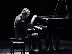 Brad Mehldhau @ Teatro Comunale Bologna (lorenzog.) Tags: show bw italy playing concert nikon livemusic piano jazz explore bologna bradmehldau d300 2015 bradmehldautrio jazzphotography bolognajazzfestival teatrocomunalebologna