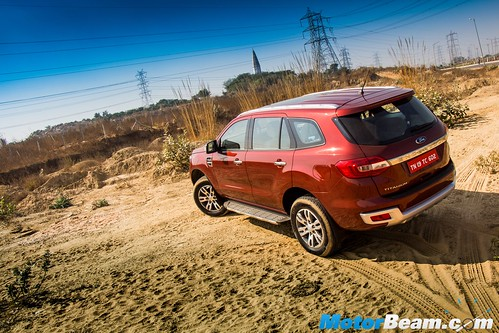 2016-Ford-Endeavour-18