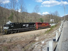 Lehigh Valley Helper (jc_canon) Tags: lehighvalley norfolksouthern heritageunit