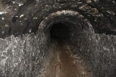 Tunnel et conduite d'air (Thomas-60) Tags: mine air tunnel gypsum pressurized