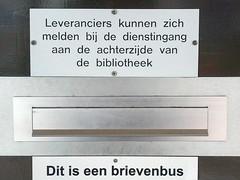 IMG_20160304_112537 (petervandieren) Tags: post den nederland bibliotheek ijssel aan zuidholland tekst brievenbus postbus capelleaandenijssel capelle klep brievenbusklep
