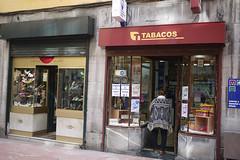 020416 005 (Jusotil_1943) Tags: urban tabaco estanco capote escaparate chaqueton 020416