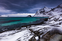 Vik beach (Lukasz Lukomski) Tags: sea white snow green beach water norway clouds landscape rocks europa europe vik lofoten woda nieg skay morze chmury plaa sigma1020 krajobraz norwegia wyspa wyspy nikond7200 lukaszlukomski