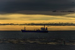 amanecer (sapunaralex) Tags: luz agua barco amanecer nubes mirada estrecho magallanes puntaarenas estrechodemagallanes