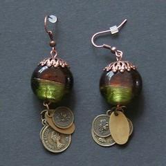 monnaies (fabrikarine) Tags: fleur vintage collier bijoux plastic boucle fou cuivre doreille