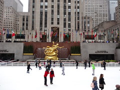 New York. The Art Deco Rockerfeller Center with its gardens and ice skating rink. Rockerfeller built 14 Art Deco buildings on this large site between 1931 and 1940. (denisbin) Tags: new newyork ice statue skating icerink skaters skatingrink rockerfellercenter yorkgrand centralcathedralrockerfeller centericeskatingskating rinkgold